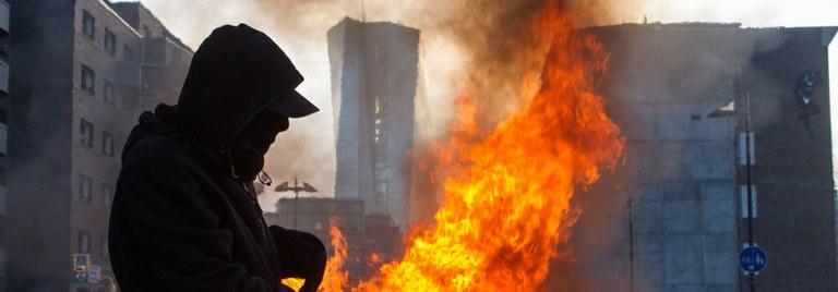 Krawalle bei Blockupy-Protesten rund um die EZB...